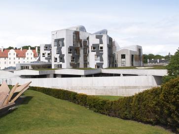 Verkleidungen der Dachkonstruktion im schottischen Parlamentsgebäude