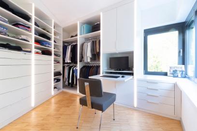 Ankleide mit integriertem Schreibtisch Arbeitsplatz
